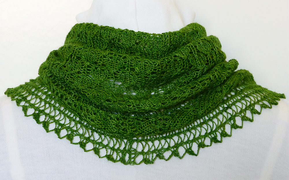 Green Appletini cowl | Needles N Purls